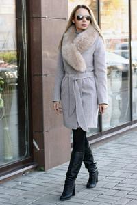 Женское пальто зимнее бежевого цвета